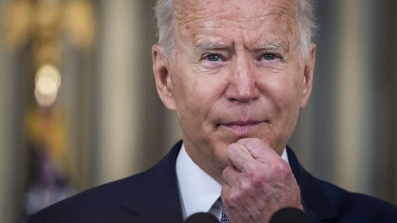 Přehled Bidenových absurdních přešlapů. Dříve osahával ženy, teď si plete premiéry
