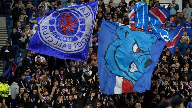 Pozor na nebezpečné Čechy, četli fanoušci Rangers. Ti v týdnu poničili Lyonu autobus