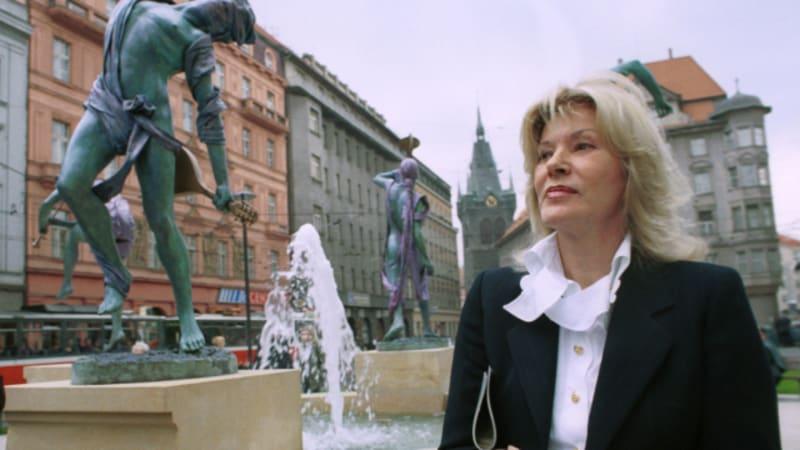 Zemřela sochařka Anna Chromy. Autorce Pláště svědomí u Stavovského divadla bylo 81 let