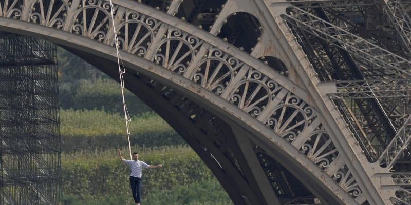 Nathan Paulin u Eiffelovy věže