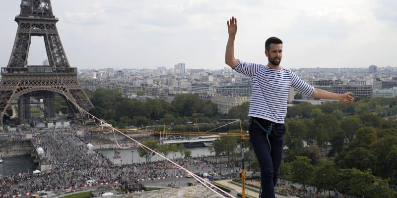 Nathan Paulin nabídl obyvatelům Paříže i turistům skvělý zážitek.