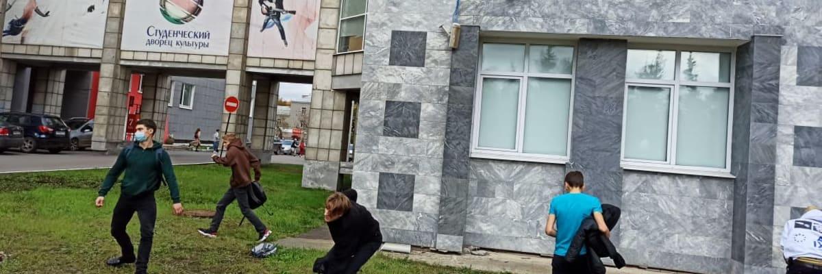 Střelba na ruské univerzitě: Studenti skákali z oken. Zemřelo několik lidí, i útočník
