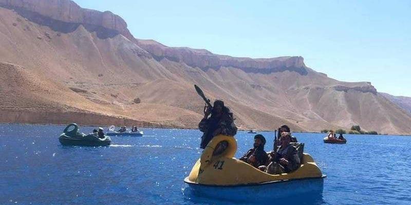 Tálibové vyrazili na šlapadla. (foto: Murad Gazdiev)