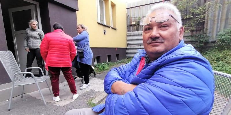 Peter Šarišský bude volit komunisty. Ve vyloučené lokalitě kolem Jílové ulice v Ostravě-Přívoze bude ale asi většina Romů volby opět ignorovat.