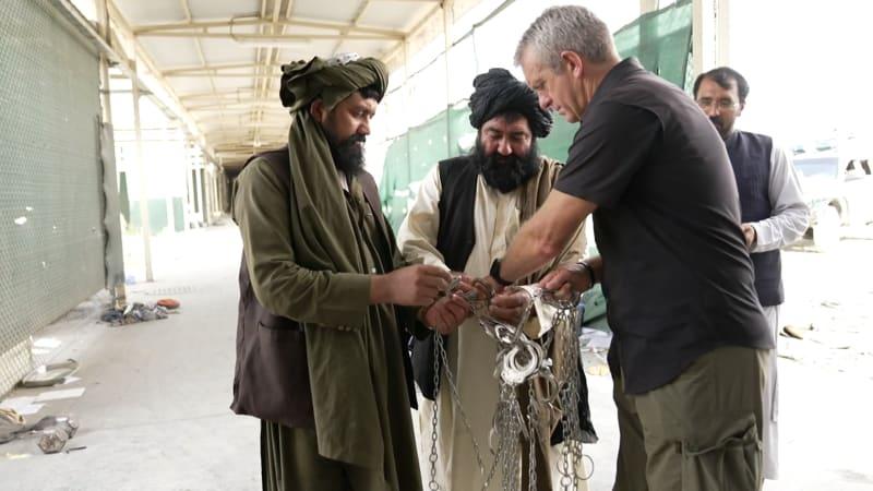 Přeplněné cely i mučení. CNN odkrývá děsivé tajemství americké věznice v Afghánistánu