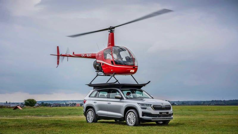 Na Škodě Kodiaq přistál vrtulník. Automobilka zopakovala slavnou scénku z Top Gearu