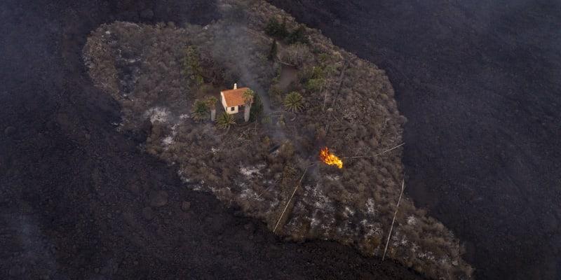 Láva ze sopky na ostrově La Palma ničí domovy. Jeden zázračně unikl.
