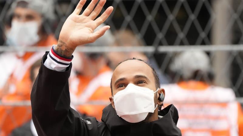 Hamilton vyhrál 100. závod ve formuli 1. V Rusku se dostal do čela průběžného pořadí