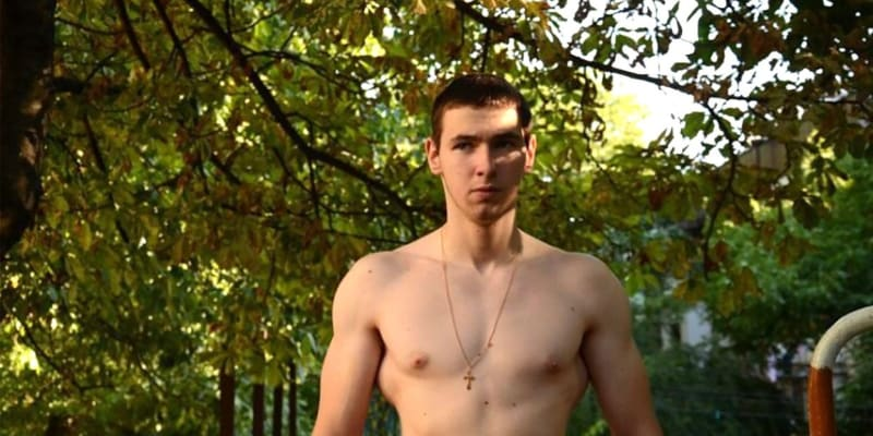 Takto Terešin vypadal před tím, než si nechal do svalů vpravit olej.