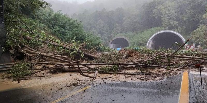 Itálii sužovaly záplavy. Země eviduje nový srážkový rekord.
