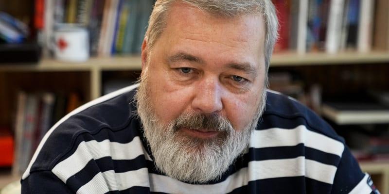 Nobelovu cenu za mír získal novinář Dmitrij Muratov z Ruska.