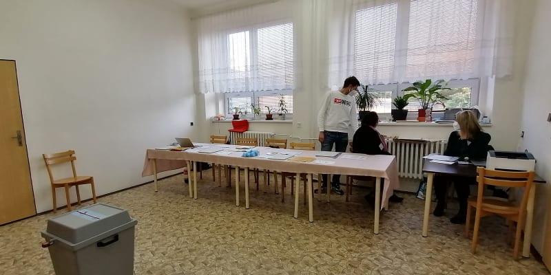 Volební okrsek 8013  v Ostravě-Přívoze vykazuje747 voličů. V pátek volil jen nepatrný zlomek z  nich, a to 4,29 procenta.