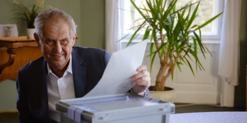 Prezident Miloš Zeman musel odvolit ze svého zámku v Lánech kvůli zhoršujícímu se zdravotnímu stavu.