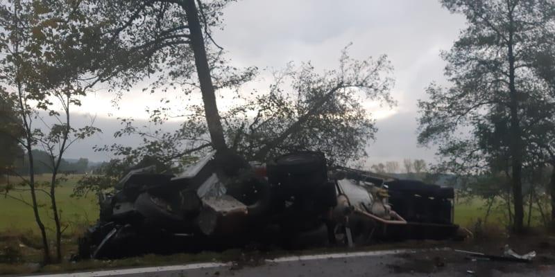 Nehoda zablokovala hlavní silniční tah z Hradce Králové na Olomouc.