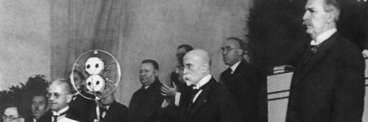 Nemocný prezident Masaryk se nedokázal podepsat, při přísaze zapomněl slib