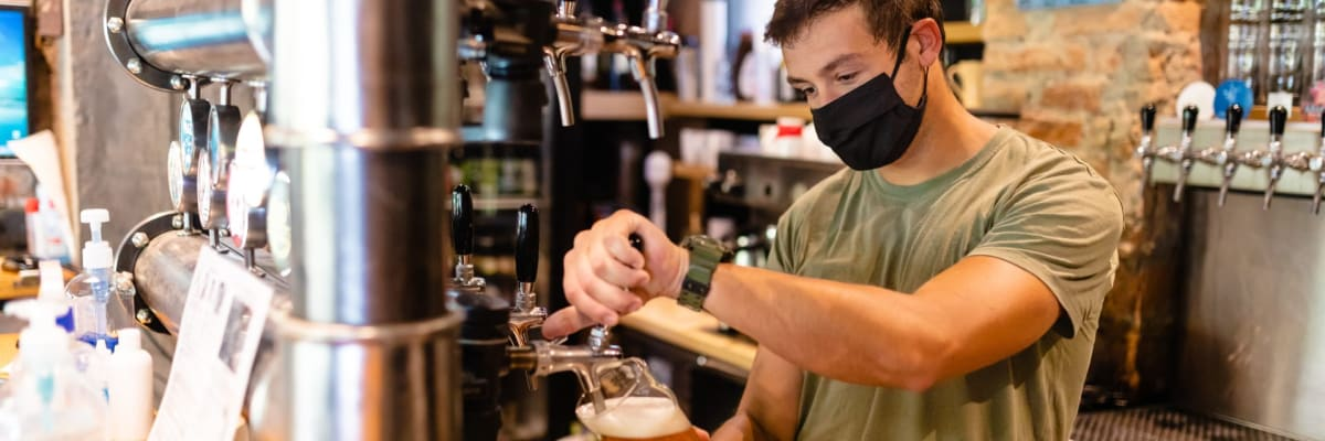 PŘEHLEDNĚ: Jak budou probíhat kontroly v restauracích a kdo může na test zdarma?