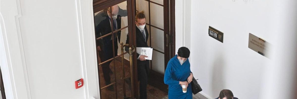 Škatulata, hýbejte se. Po volbách se ve Sněmovně ve velkém vyměňují kanceláře